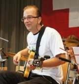 <h5>Berislav Kovacevic, Gitarre, E-Gitarre und Bass-Gitarre</h5>